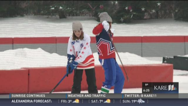 Frozen Fridays: Alicia and Melissa play Bandy