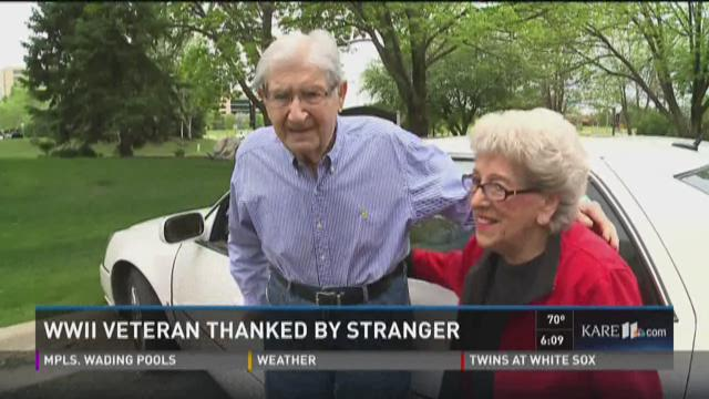 WWII veteran thanked by stranger