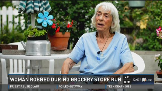 90-year-old woman robbed in Mpls
